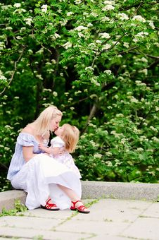 Free Girl Kiss Her Mother In Blooming Garden Royalty Free Stock Image - 15550106