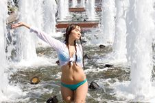 Free Girl Bathing In A Fountain Stock Images - 15550264