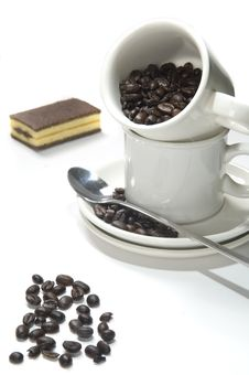 Free Cup With Coffee Beans Royalty Free Stock Photography - 15550867