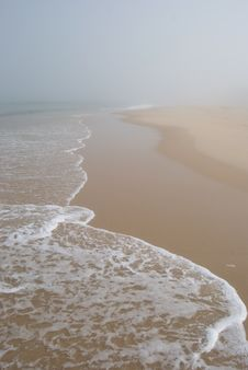 Free Misty Beach Royalty Free Stock Images - 15551199