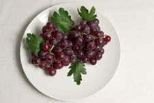 Free Red Grape White Plate Stock Image - 15555141