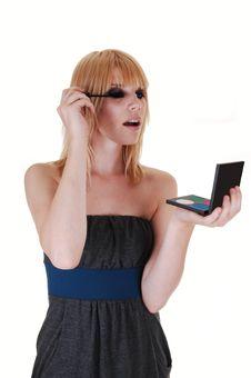Free Girl Fixing Her Eyelashes. Royalty Free Stock Photography - 15555167