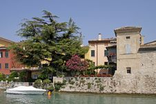 Free Sirmione, House With Oleander Tree, Italy Royalty Free Stock Photography - 15555737