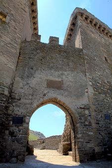 Free Ruins Of The Genoa Fortress Royalty Free Stock Images - 15559359