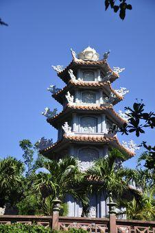 Free Marble Mountains Pagoda Royalty Free Stock Image - 15559736