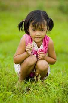 Free Cute Asian Girl Holding A Grasshopper Stock Photography - 15560642