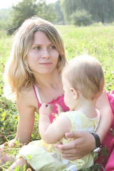 Free Mum With The Daughter Royalty Free Stock Photography - 15565077