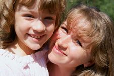Free Smiling Mother And The Daughter Royalty Free Stock Photos - 15568258