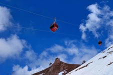 Free Red Cable Car On Snow Mountain Royalty Free Stock Images - 15572299