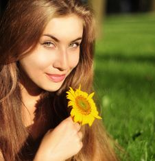 Free Girl With Sunflower Royalty Free Stock Photos - 15574268