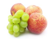 Free Grapes And  Peaches Royalty Free Stock Photos - 15579658