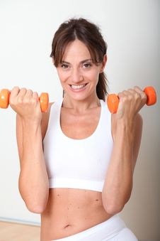Free Woman Holding Weights Royalty Free Stock Photography - 15586517