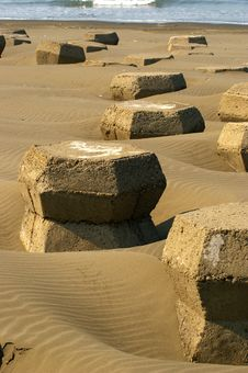 Free Concrete Wave Breakers Stock Photography - 15586802