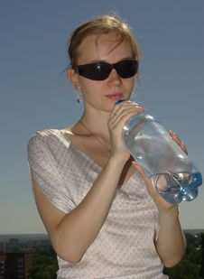 Free Female Drinking Water Royalty Free Stock Photo - 15593755
