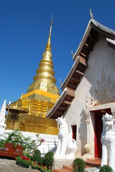 Free Ancient Golden Pagoda And White Temple Stock Photography - 15599242