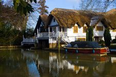 Free Riverside House Royalty Free Stock Images - 15599309