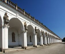 Free Colonnade Royalty Free Stock Image - 15599876