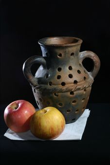 Free Pottery Vase With Apples Stock Photos - 1562613