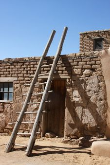 Free Indian Pueblo Kiva Ladders Stock Images - 15609584