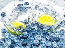 Free Fruits Splashing The Water Stock Images - 15610044