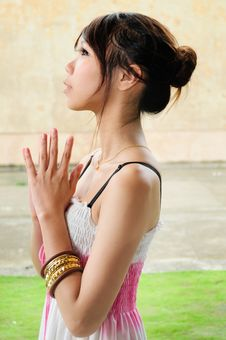 Free Young Girl Praying Royalty Free Stock Photography - 15615197