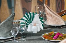 Free Napkins And Wine Glasses. Royalty Free Stock Photography - 15616267