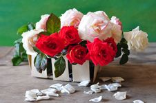 Free Roses Are In A Small Basket Royalty Free Stock Photo - 15617345