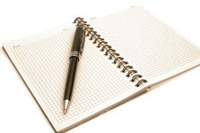 Free Notepad And Pen Royalty Free Stock Images - 15621729