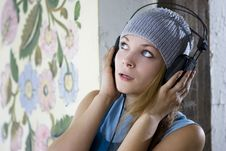 Free Young Woman Listening Music Royalty Free Stock Photo - 15624745
