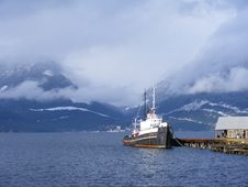 Free Blue Mountains Tugboat Royalty Free Stock Photos - 15624948