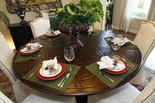 Free Luxurious Dining Table Royalty Free Stock Photography - 15625527