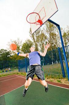 Free Street Basketball Player Royalty Free Stock Image - 15639396