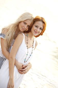 Free Two Beautiful Young Girlfriends On The Beach Royalty Free Stock Images - 15639809