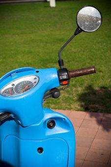 Free Retro Style Scooter Royalty Free Stock Image - 15640156