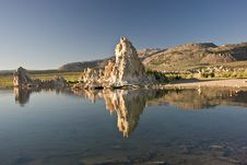 Free Mono Lake Reflections Royalty Free Stock Images - 15640469