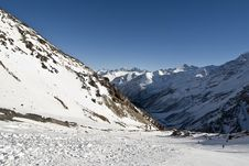 Free Ski Track On Elbrus Royalty Free Stock Image - 15641136