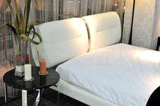 Free White Bed Stock Photos - 15644353