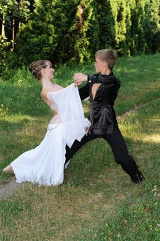 Free Dancing Couple Royalty Free Stock Images - 15649289