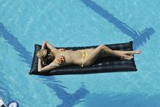 Free Woman Relax On Swimming Pool Royalty Free Stock Image - 15661326