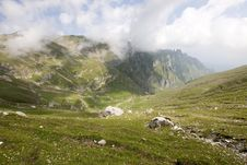 Free Alpine Valley In Romania Royalty Free Stock Photography - 15664487