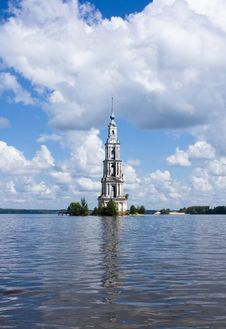 Free Belltower On River Volga, Kalyazin, Russia Royalty Free Stock Photography - 15666577