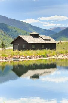 Free Mountain Cottage Stock Image - 15669631