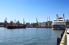 Free Ships Moored At Port Royalty Free Stock Photos - 15669848