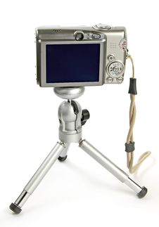 Free Digital Camera On Tripod Royalty Free Stock Photo - 15671355