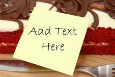 Cake With Sticky Note Sheet For Text Royalty Free Stock Photos