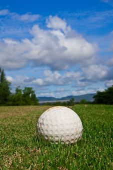 Free Golfball On Course And Blue Sky Stock Photography - 15677522