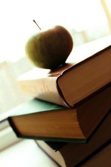 Free Apple And Books Royalty Free Stock Images - 15682869