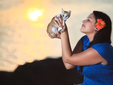 Free Woman And Kitten Royalty Free Stock Photos - 15690598