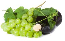 Free Green Grape Wirh Bottle Of Wine Royalty Free Stock Images - 15693439