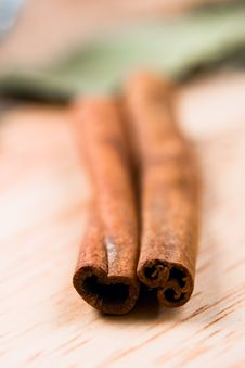 Free Two Cinnamon Sticks Royalty Free Stock Image - 15694366